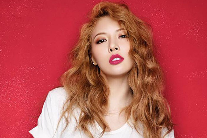 HyunA-gold sexy white