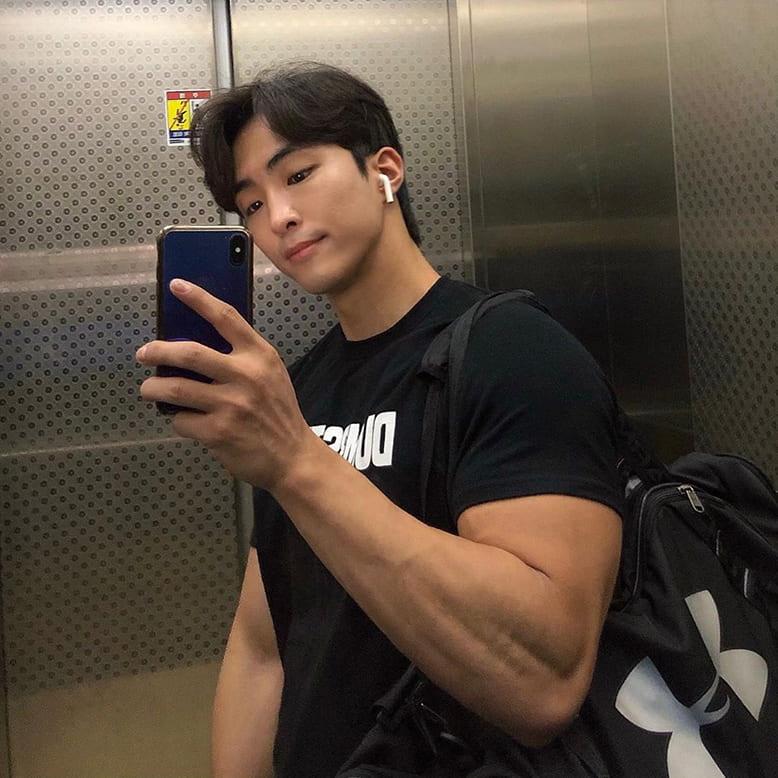 Meebum selfie